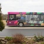 Museumsbus vor der Schule