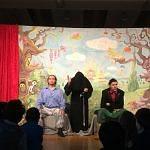 Tamino und Papageno bekommen ihre erste Prüfung: sie müssen Schweigen!
